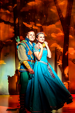 Giovanni Spanó and Alice Stokoe in Robin Hood at Salisbury Playhouse Credit The Other Richard