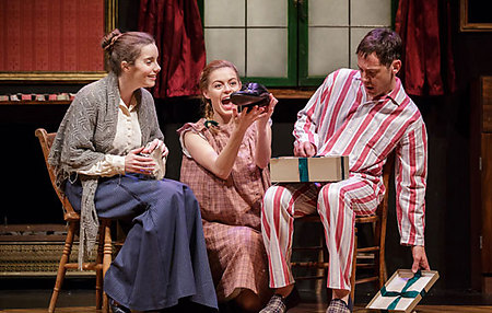 Rebecca Trehearn, Sophie Evans and Adrian Grove in THE NIGHT BEFORE CHRISTMAS at Salisbury Playhouse - credit Paul Blakemore
